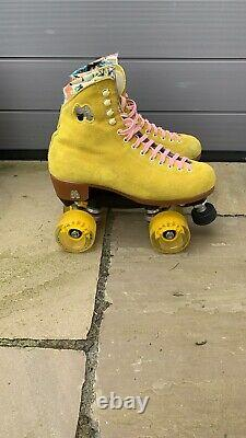 Moxi Lolly Roller Skates Size Moxi 7 UK 6 Pineapple Yellow Used with Box